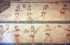 800px-Villa_romana_bikini_girls.JPG