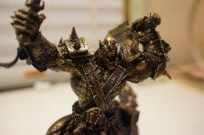World-of-Warcraft-10-Jahres-Geschenk-Orc-Statue-Oberkoerper.jpg